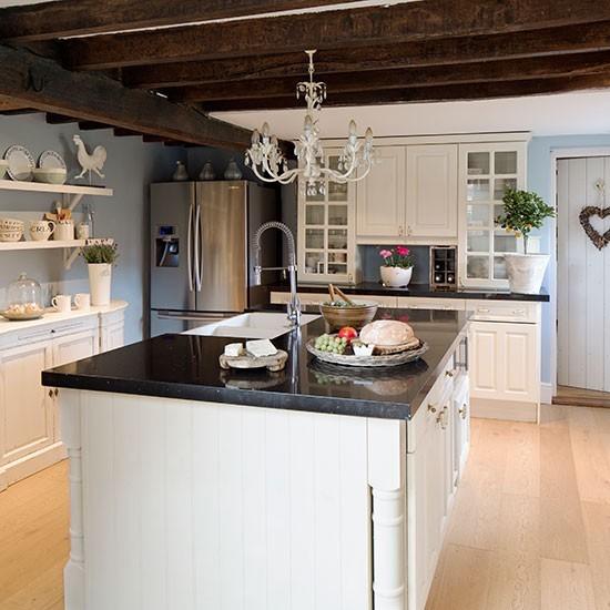 Vidiecka kuchyna s ostrovcekom