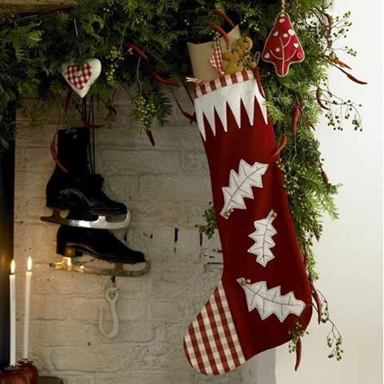 Vianočná ponožka v klasickej červeno bielej kombinácii.